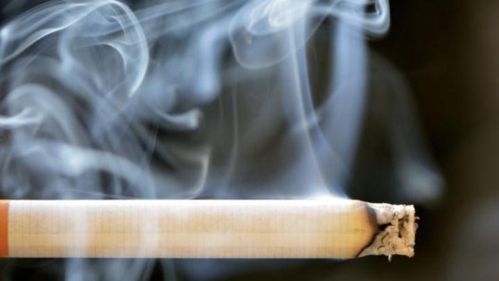 5 manieren om permanent van die rookgeur af te komen