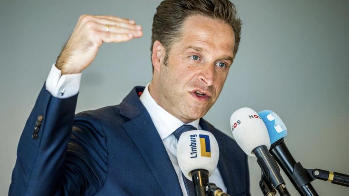 Hugo de Jonge: Deze regels gaan eerder weg dan de coronapas